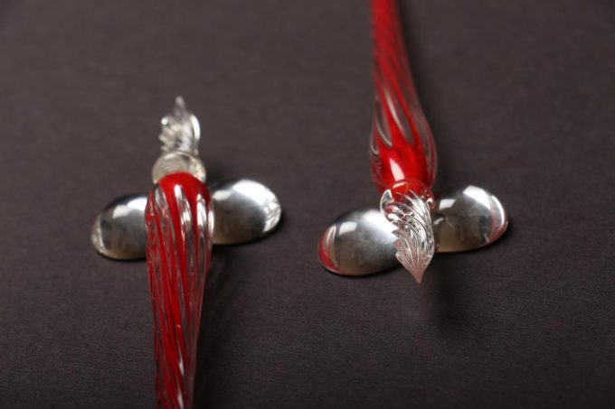 دسته قلم شیشه ای قرمز